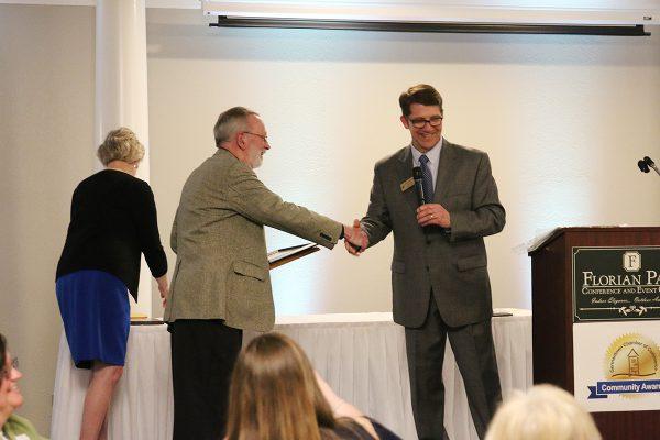 chamber-award-handshake