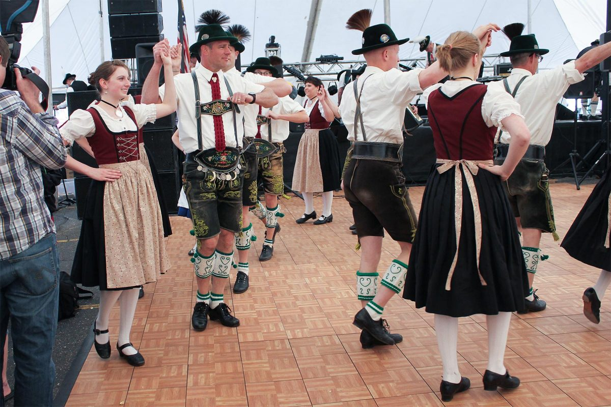 Maifest-dancers